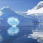 Antarktis - Eisberg vor Gletscherkante